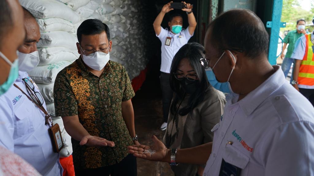Direksi RNI Cek Gula Impor Milik RNI di Gudang BGR Logistics Divre Medan