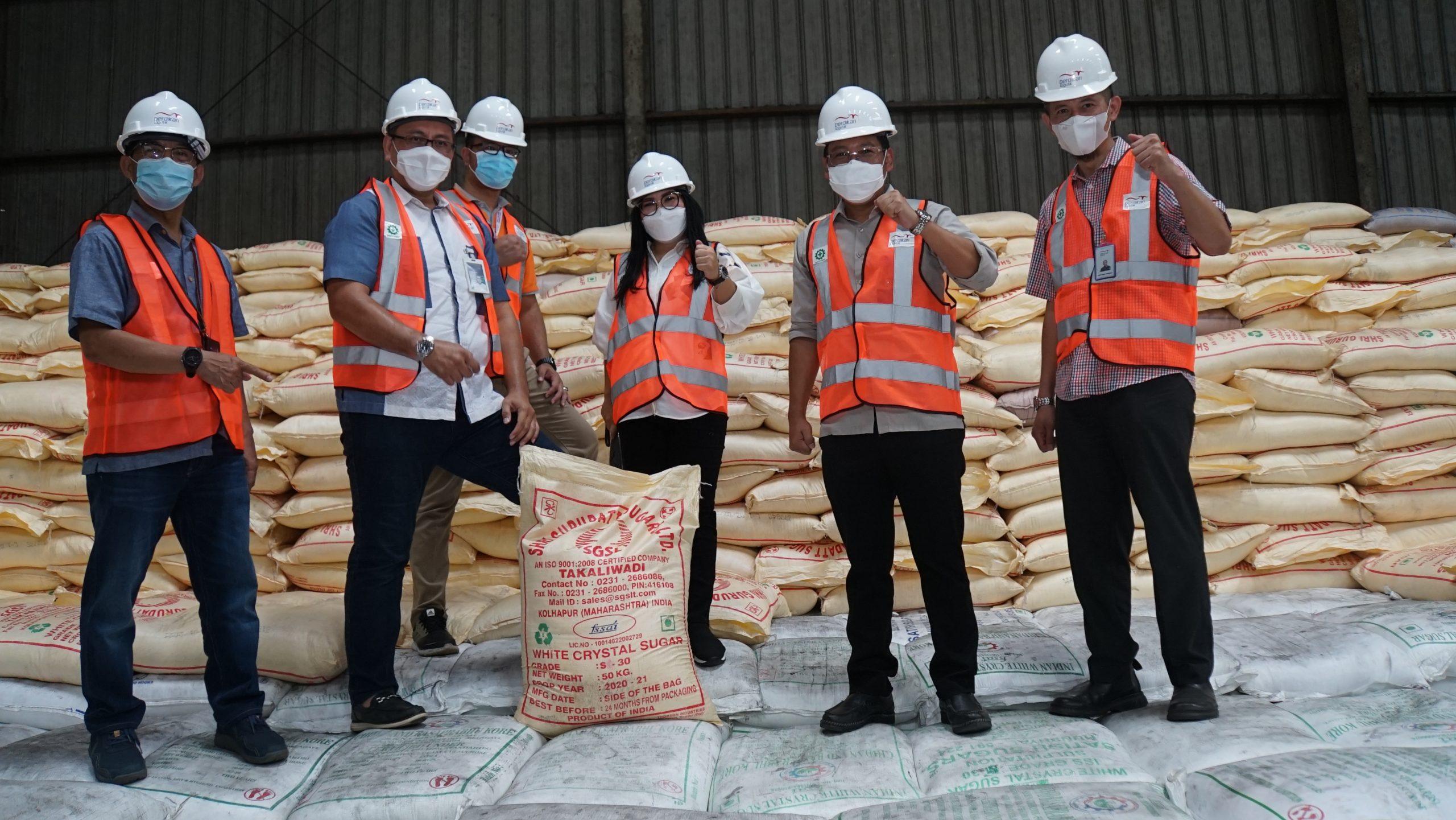 Direktur Utama RNI Pastikan Ketersediaan dan Kualitas Gula RNI di Gudang Berdikari Logistic