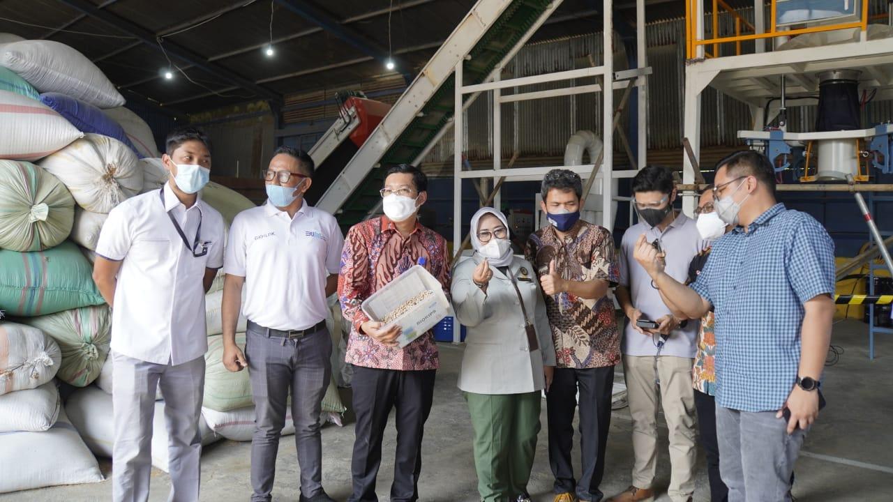 Kunjungan Dirut RNI Bersama Direktur Pembiayaan Pertanian Kementan ke Pabrik Pelet Sekam SHS